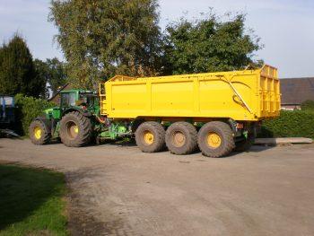 Afzetcontainer voor landbouwcarrier met hydraulische achterklep